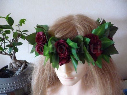 Couronne Feuillage et rose rouge